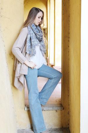 beige ankle Diesel boots - periwinkle jeans - periwinkle Sete di Jaipur scarf