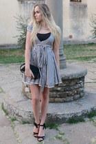 dark gray striped Remedy dress - black Stradivarius sandals