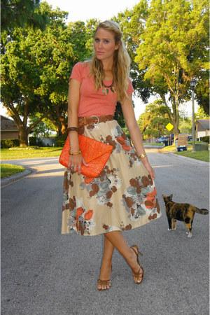 carrot orange clutch thrifted vintage bag - burnt orange BCBG heels - neutral fl