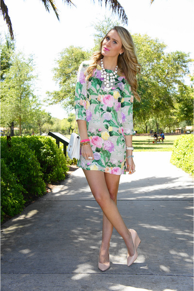 Light-pink-floral-shift-h-m-dress-white-vintage-bag_400