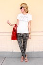 Heather-gray-camo-true-religion-jeans-red-leather-ellen-vicius-bag