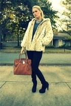 black f21 boots - black skinnys joes jeans - ivory faux fur hoodie vintage jacke