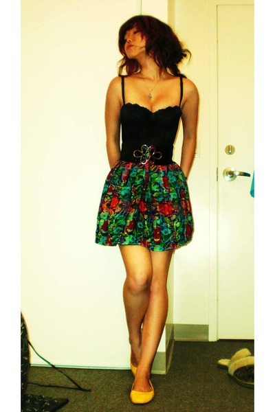 Triumph intimate - thrifted skirt - Suzys belt - Ardene shoes