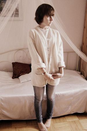 beige vintage cardigan - white vintage shirt - blue Terranova jeans