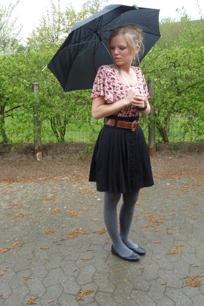 black H&M shorts - brown belt - gray stockings - red Yessica t-shirt - black sho