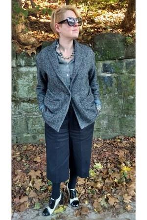 dark gray oversized Gap blazer - heather gray chambray Gap shirt