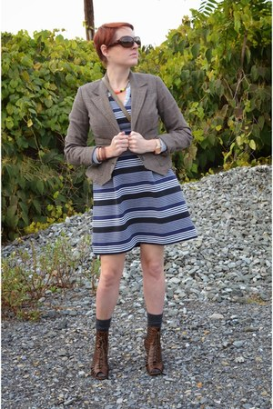 navy striped madewell dress - brown plaid Anne Klein blazer