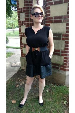 black mixed materials Le Tote dress - black elastic Gap belt