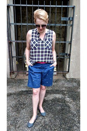 off white plaid Skies are blue shirt - blue anchor-print Landsend shorts