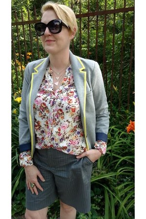 hot pink floral Kut of The Kloth blouse - heather gray knit Gap blazer