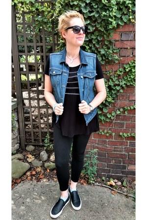 blue denim Gap vest - black high-waisted Zara leggings