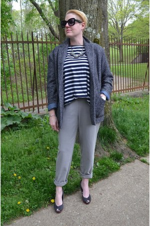 gray oversized Gap blazer - heather gray pull on Zara pants