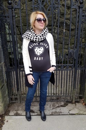 gray graphic Target t-shirt - blue maternity Old Navy jeans