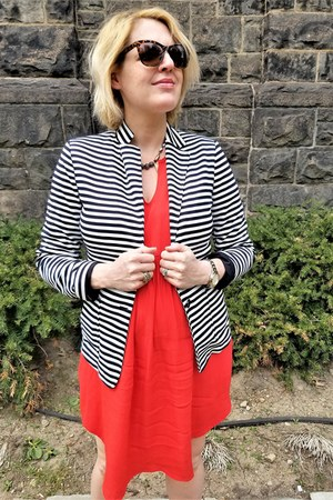 navy striped Uniqlo blazer - red maternity Gap dress