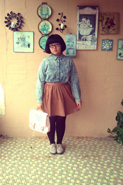 blue denim top - beige miss whatever shoes