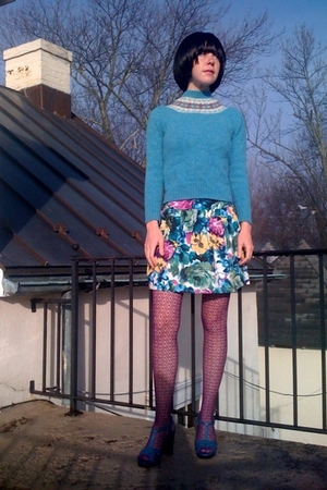 blue vintage sweater - blue Forever21 skirt - purple Forever21 tights - blue pay