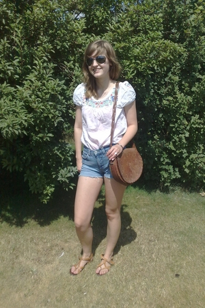 Vero ModaDIY shorts - H&amp;M blouse - vagabond shoes - 2nd Hand accessories - Tiger