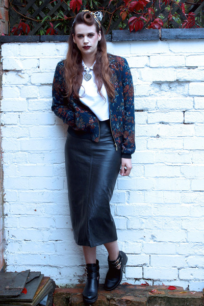 leather vintage skirt - cut out Boohoo boots - floral River Island jacket