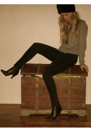 jeans - shoes - hat - sweater - necklace