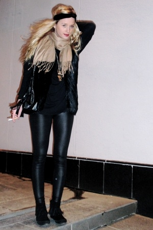 black fringe boots - beige scarf - black pvc leggings pants