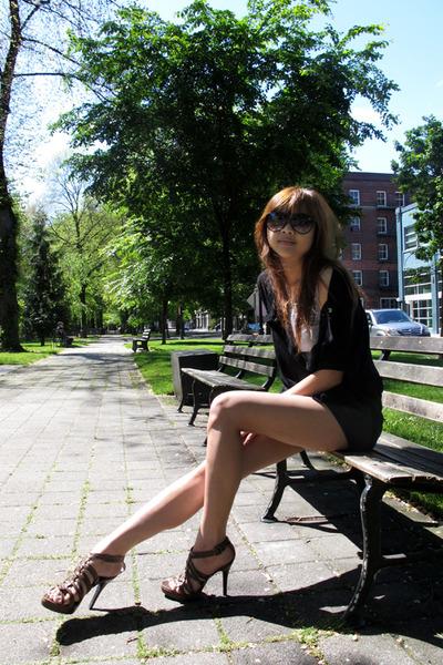gray Forever 21 shorts - Forever 21 shoes - Forever 21 sunglasses - black - top