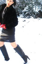 red jasper conran gloves - black Zara boots - black H&M coat - black H&M blouse
