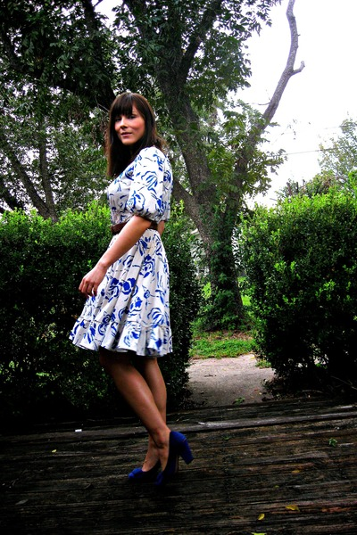 white floral vintage dress - blue suede Clarks shoes