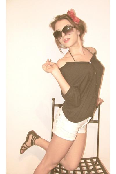 navy Christian berg blazer - ivory vintage shorts - silver Orsay sunglasses - da