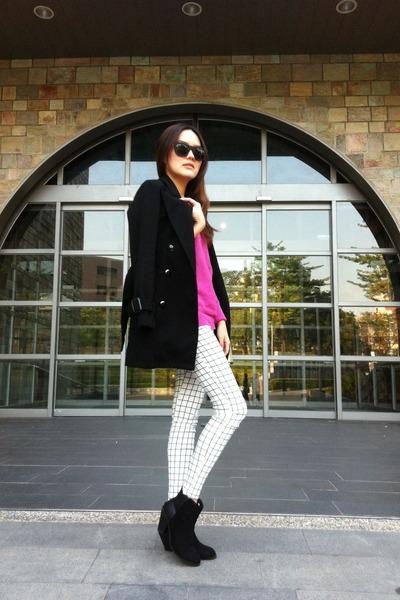 black boots - black coat - bubble gum sweater - white leggings
