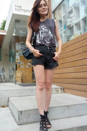 black denim shorts - black sandals - gray tiger print t-shirt - silver bracelet