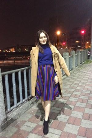 black heels boots - mustard coat - blue sweater - blue skirt