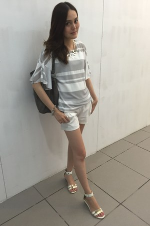silver ans bracelet - white shorts - heather gray top - white daphne sandals