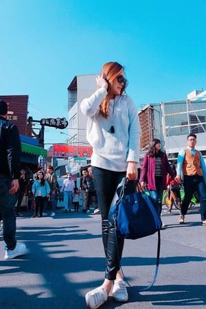 white shoes - navy longchamp bag - black nuveau sunglasses - black pants