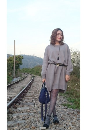 navy anna sui tights - heather gray dress - navy longchamp bag - black necklace