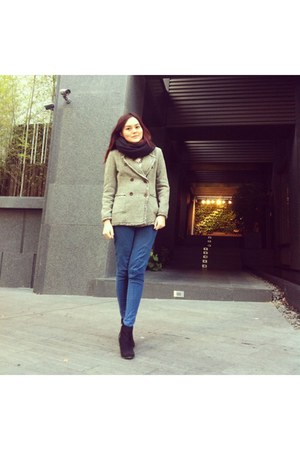 black heel boots - blue leggings - heather gray blazer - black scarf