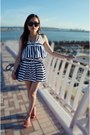 Navy-marine-dress-blue-bag-black-sunglasses-red-sandals-white-necklace