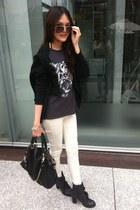 gray tiger print t-shirt - white leggings - black bag - brown sunglasses