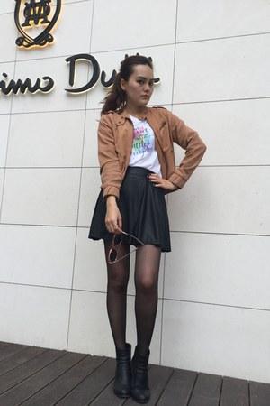 light orange jacket - light pink sunglasses - white gu t-shirt - black heels
