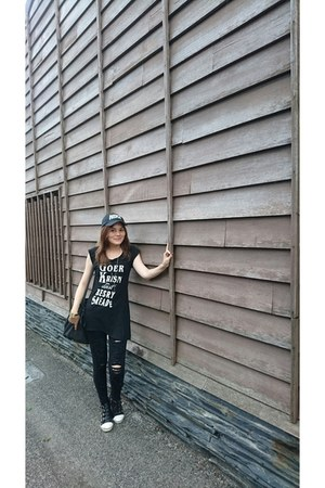 black nike hat - black zalora bag - gold bracelet