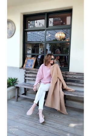 pink sweater - white leggings - neutral 50percent bag - black Nuveau sunglasses
