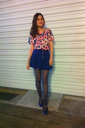 blue shoes - navy tights - blue skirt - salmon Zara top