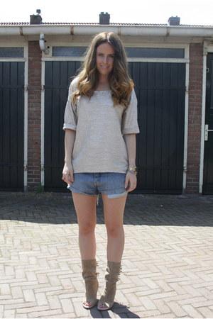 Sasha boots - vintage Levis shorts - Zara top