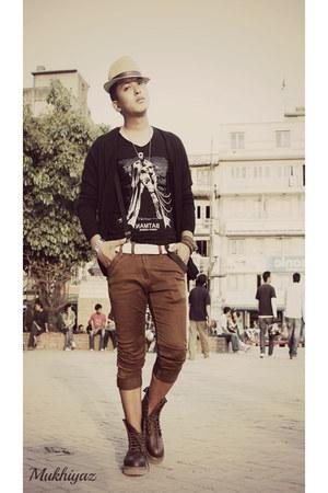 Zara cardigan - Dr Martens boots - Jeans jeans - za t-shirt