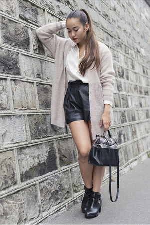 Selected jacket - Zara shoes - mbym shirt - Craie bag - Viva Frida shorts