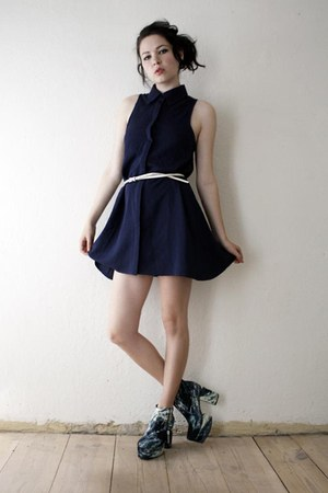 navy dress - teal shoes - white belt