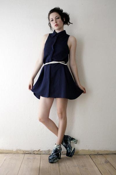 navy dress - teal shoes - white belt