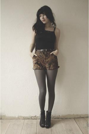 bronze Mink Pink shorts - black top