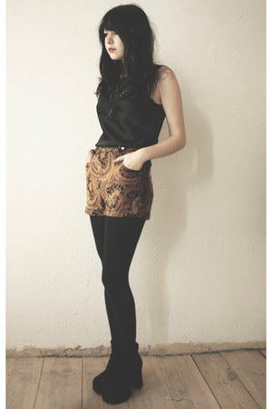bronze Mink Pink shorts - black top