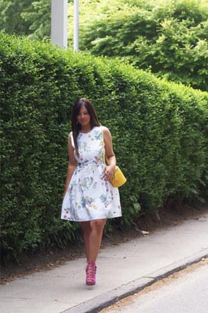 yellow cross body bag The Italian Collection bag - white Gap dress