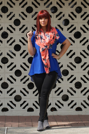 coral Old Navy scarf - heather gray sam edelman boots